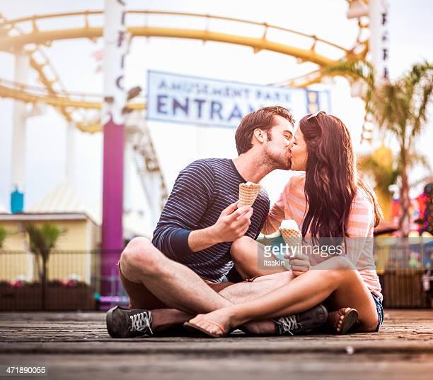Paar Küssen in amusement park, LA