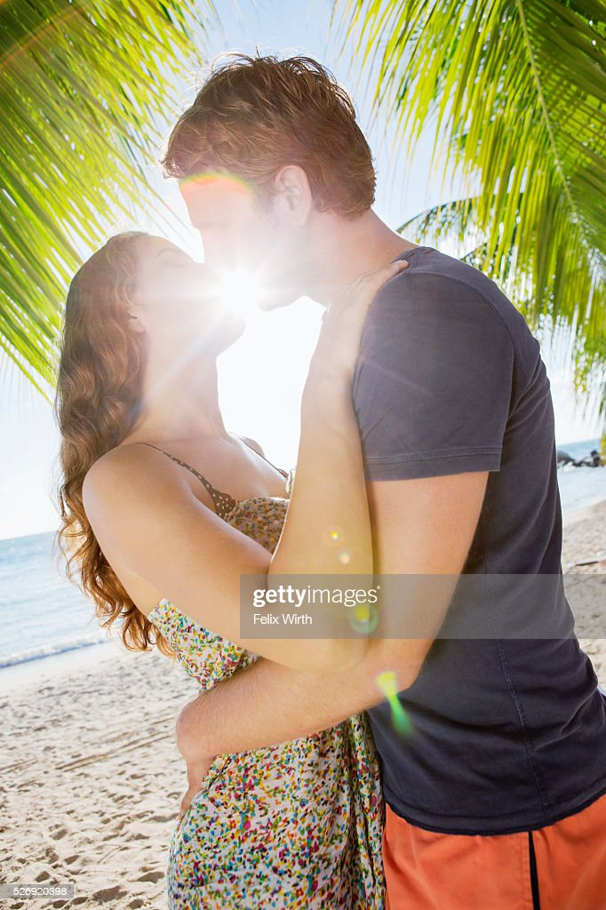 Couple kissing in summer sunlight : Stockfoto