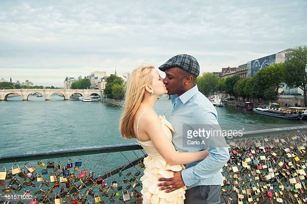 couple kissing - black people kissing stock pictures, royalty-free photos & images