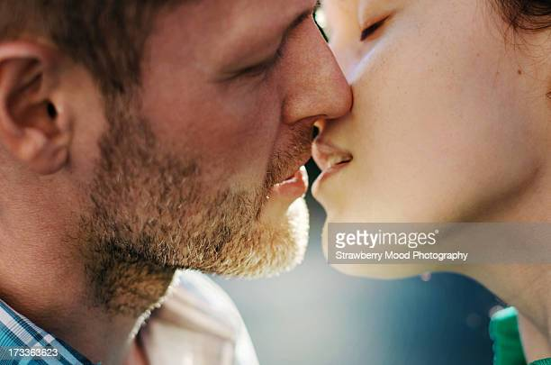 couple kissing - kissing stock pictures, royalty-free photos & images