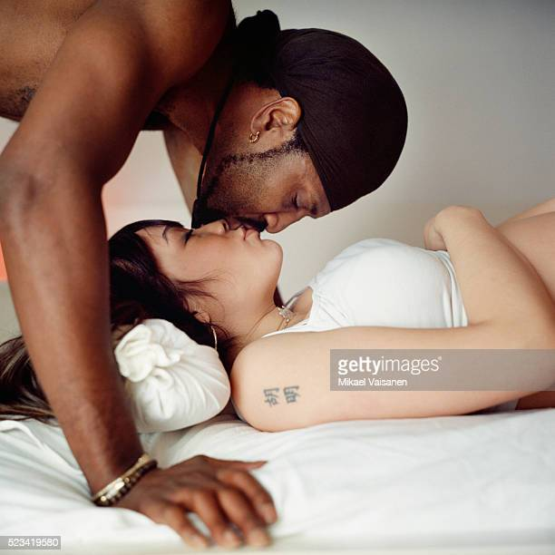 couple kissing - love stock pictures, royalty-free photos & images