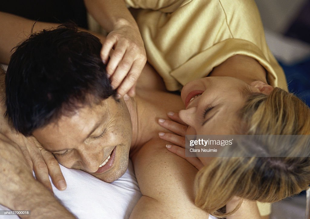 Couple laying down : Stockfoto