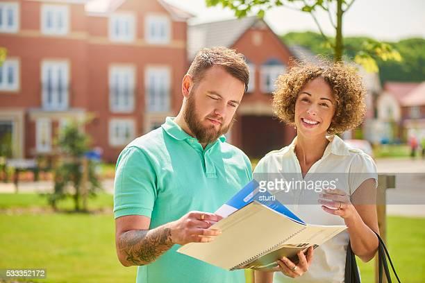 Paar auf der Suche nach neuen Zuhause