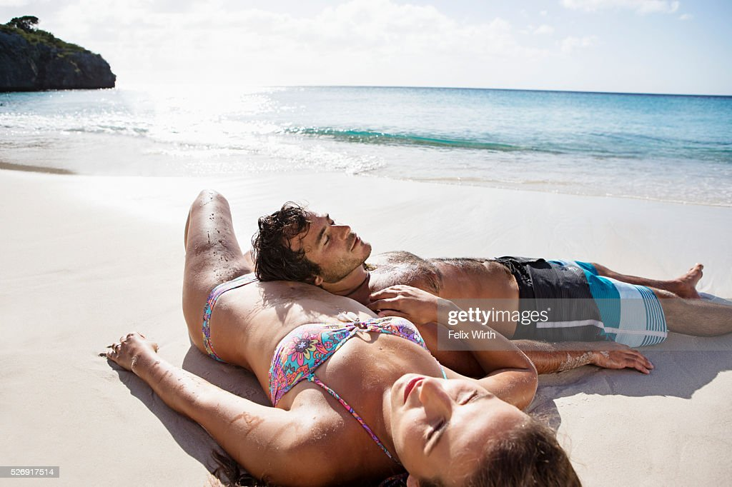 Couple lying on beach : Foto stock