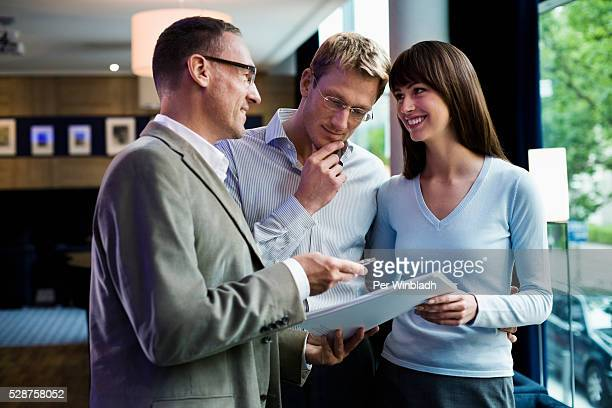 couple making an agreement - prosperity stock pictures, royalty-free photos & images