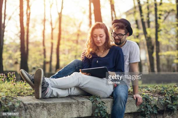 couple making video call - mindzoom 2 stock pictures, royalty-free photos & images
