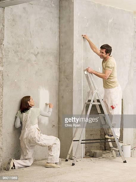 Paar messen und Gemälde der Wand im living room