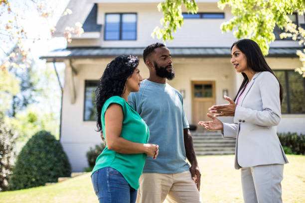 couple meeting with real estate agent in front of home picture id1144543928?k=6&m=1144543928&s=612x612&w=0&h=MvazddMNKrNPnuzYWokSiyTSBhw97ZaXf bHUhfQ9z0=