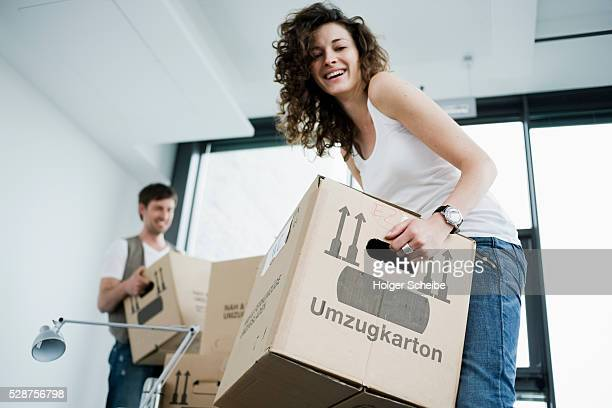couple moving in to new home - 引っ越し ストックフォトと画像