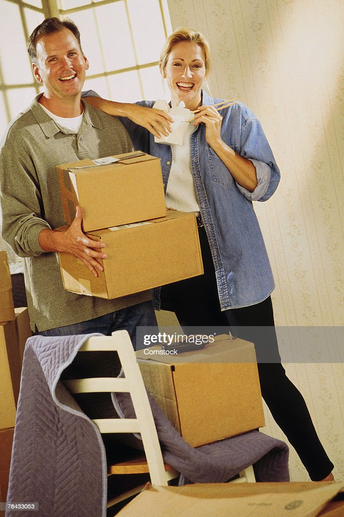 Couple moving into new home : Stockfoto