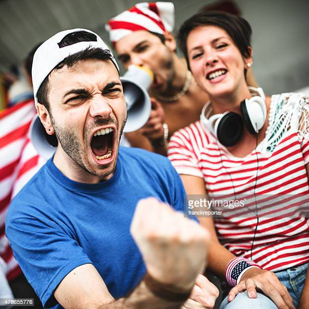 Paar amerikanische Unterstützer Glück für den Nationalfeiertag
