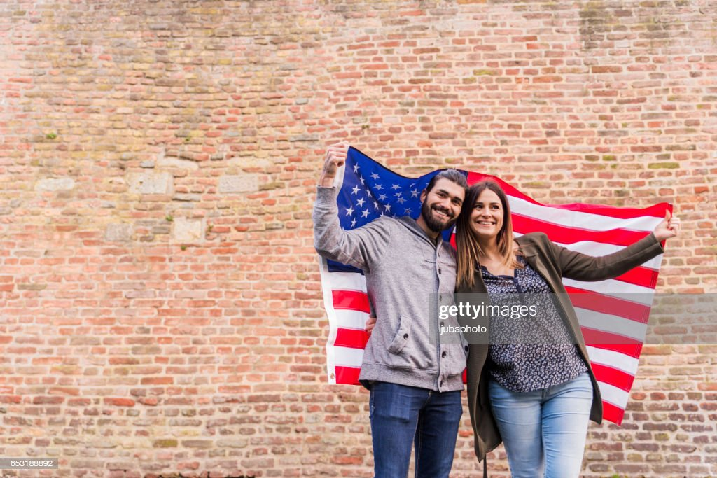 Couple of american supporter happiness for the national holiday : Foto stock