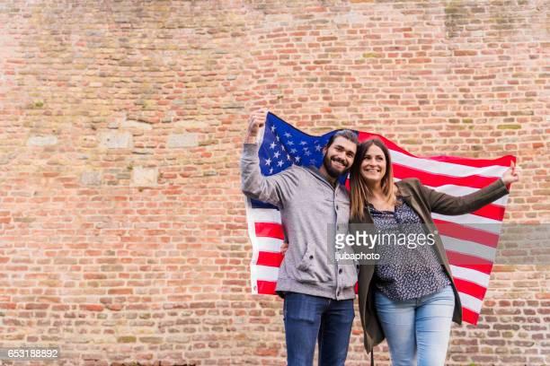 Couple du bonheur américain partisan de la fête nationale
