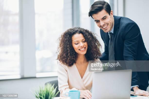 Paar von Geschäftsleuten auf ein Treffen
