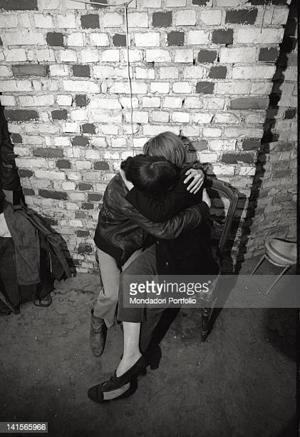 Couple of italian beatniks kissing at Mondo Beat club in Milan Milano 1960s