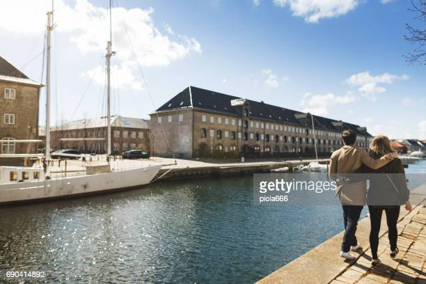 couple of tourist at the marina in copenhagen - denmark stock pictures, royalty-free photos & images