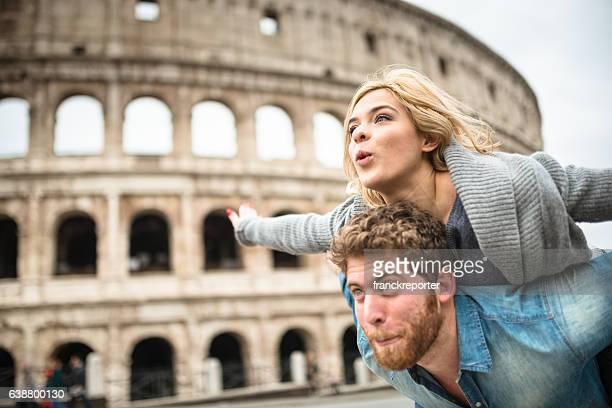 couple de touristes pour la Saint-Valentin à Rome