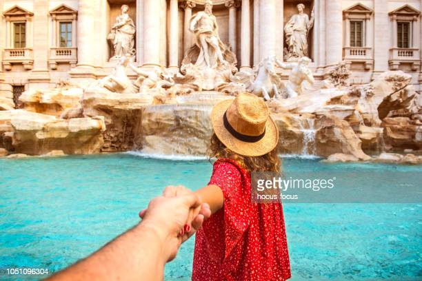 couple of tourist on vacation in front of trevi fountain italy - rome italy stock pictures, royalty-free photos & images