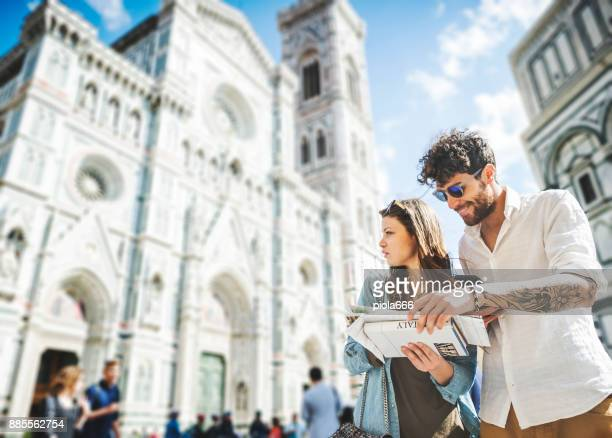 couple of tourists in florence, travelling around italy - city break stock pictures, royalty-free photos & images