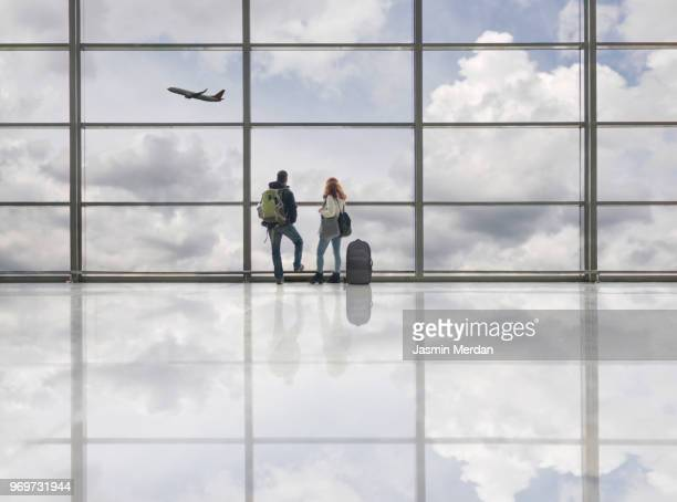 couple on airport - passenger stock pictures, royalty-free photos & images