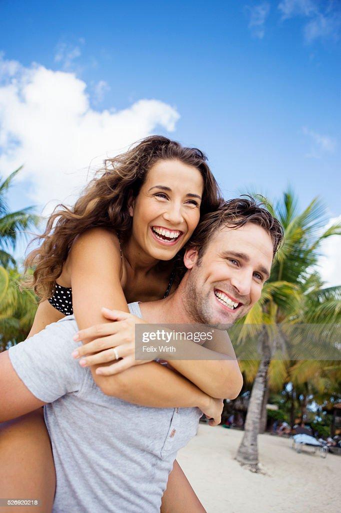 Couple on beach on summer day : Stockfoto
