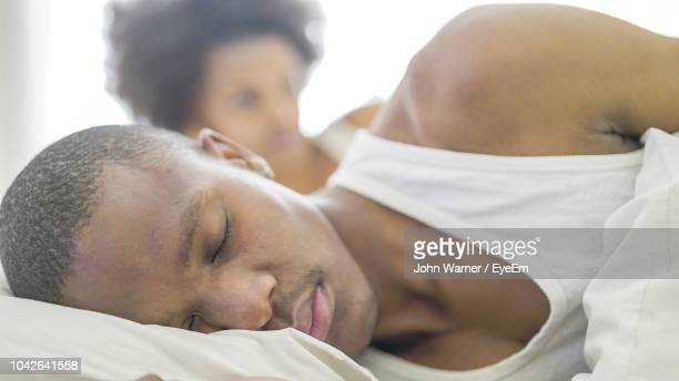 couple on bed at home - black man sleeping in bed stock pictures, royalty-free photos & images