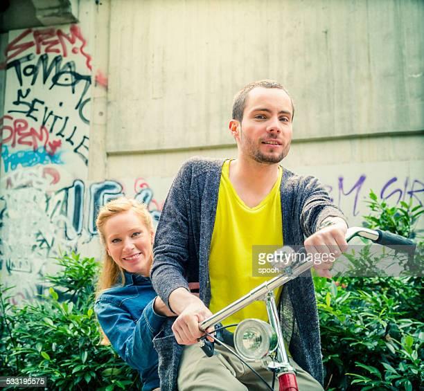 Paar auf Fahrrad.