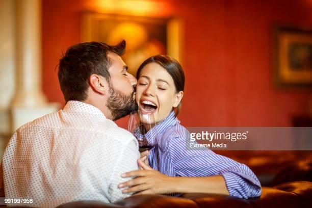 Couple en voyage de première classe