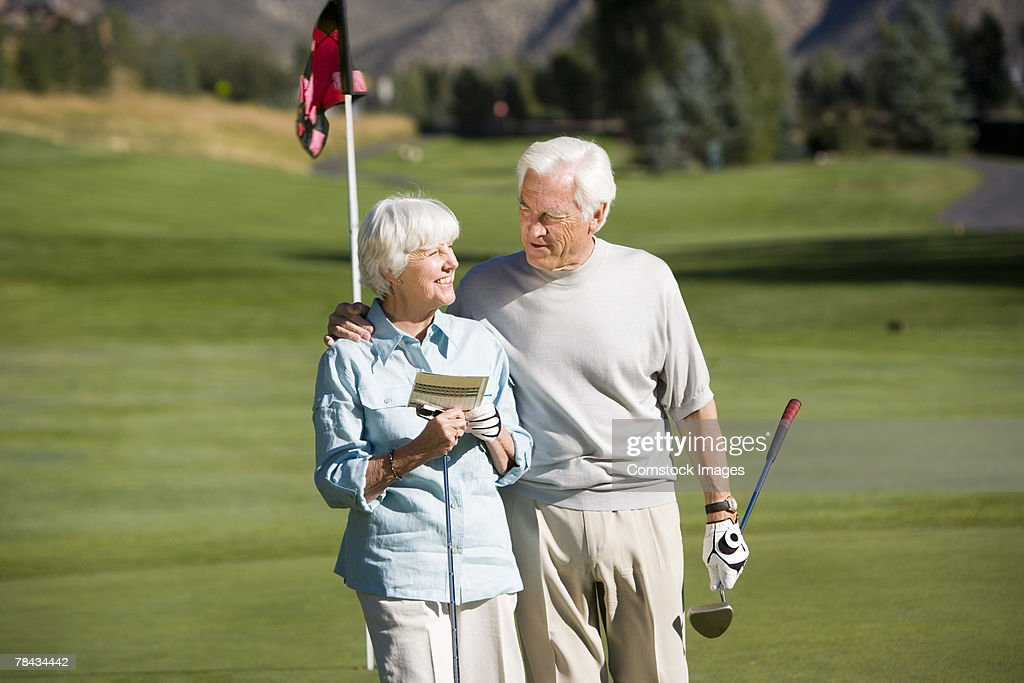Couple on golf course : Stockfoto