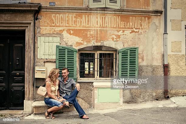 couple on holiday in valbonne.south of france - open blouse - fotografias e filmes do acervo