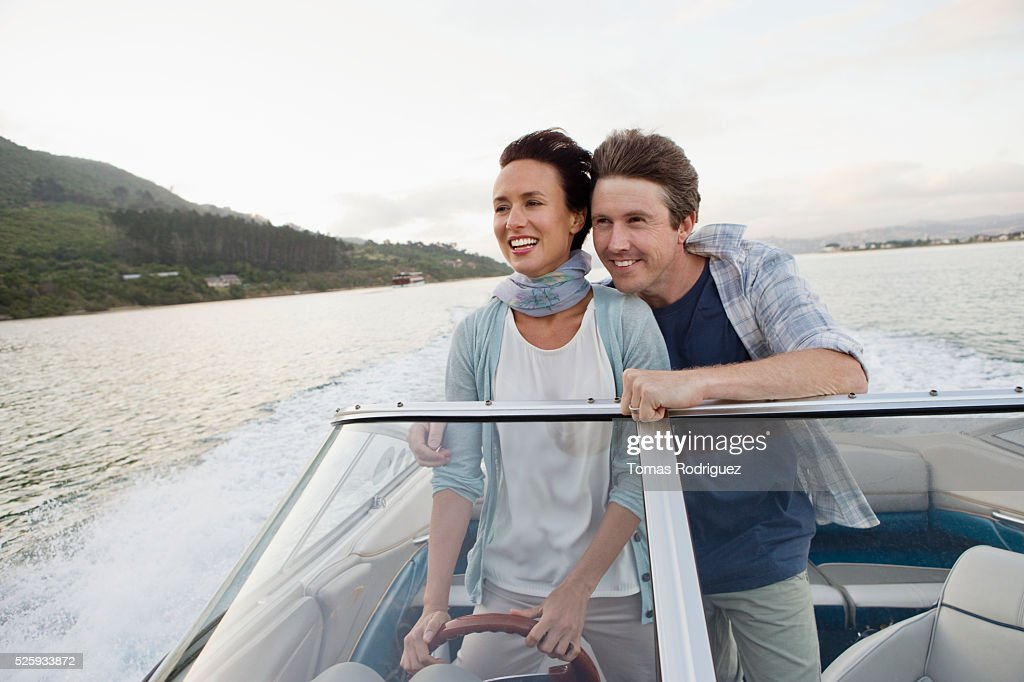 Couple on motorboat : Stockfoto