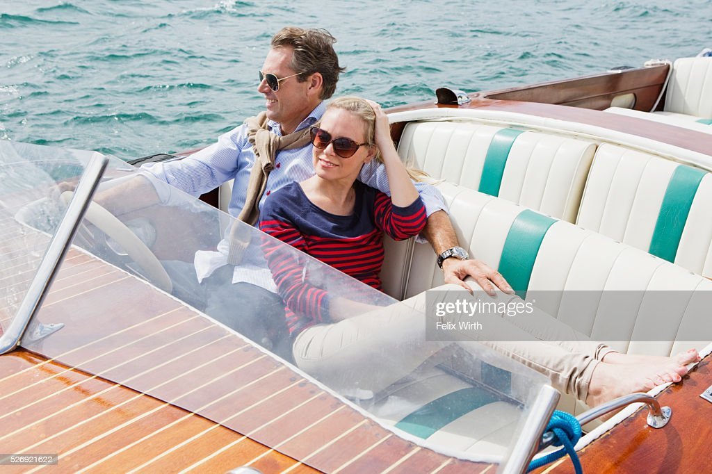Couple on motorboat trip : Stockfoto