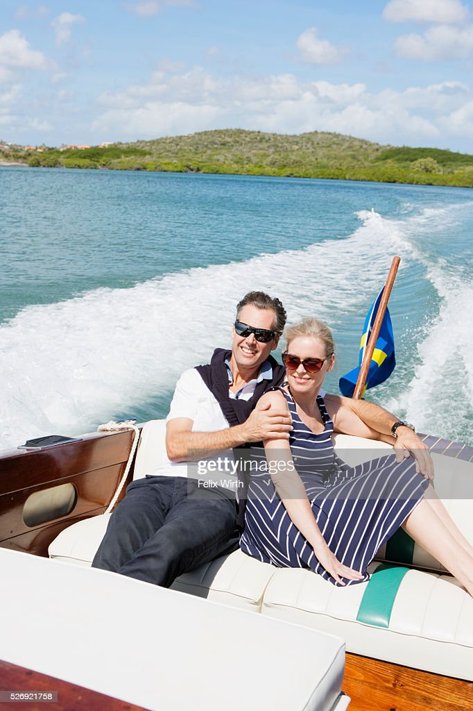 Couple on motorboat trip : Stockfoto