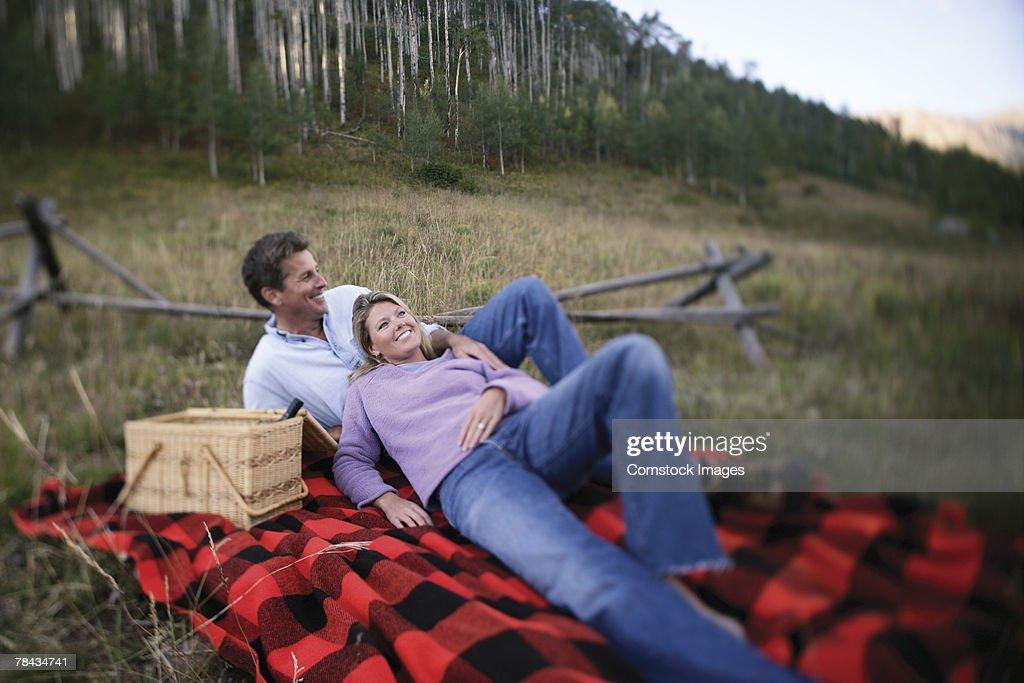 Couple on picnic : Stockfoto
