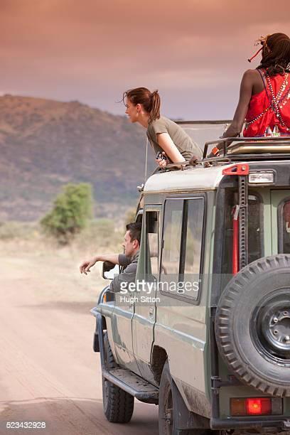 couple on safari - hugh sitton stock-fotos und bilder
