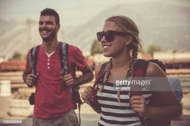 casal em sua primeira viagem de mútua - 18 19 anos - fotografias e filmes do acervo