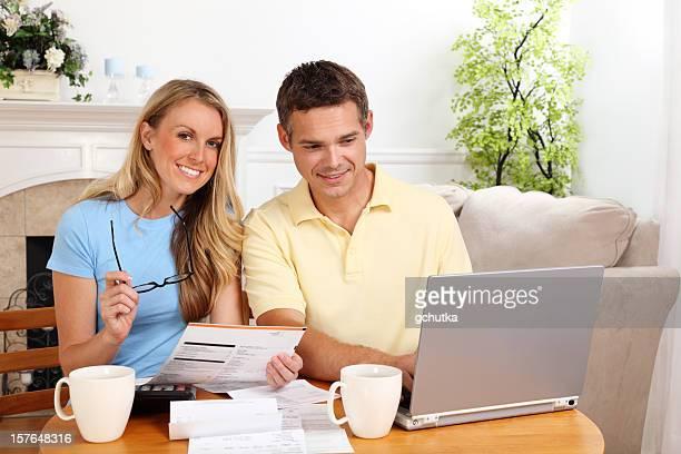Couple de payer les factures