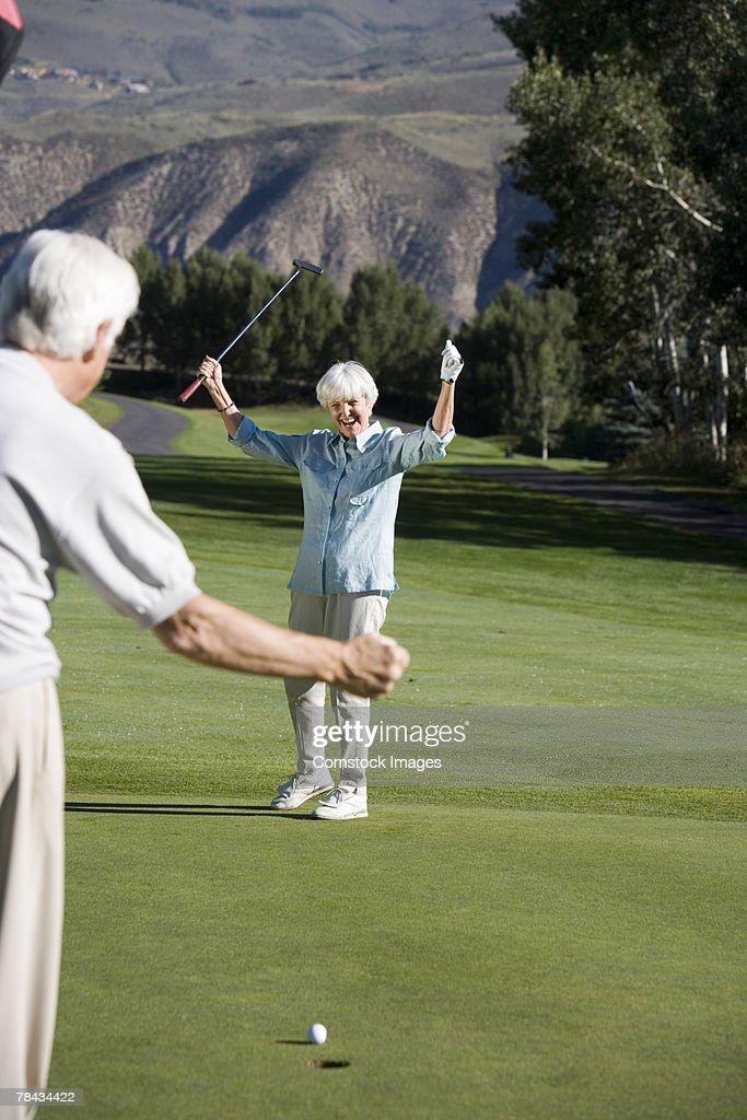 Couple playing golf : Stockfoto