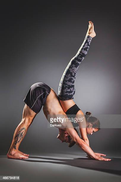 Pratiquant acro yoga en Couple