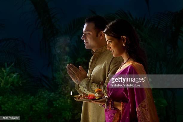 couple praying during diwali - mangala sutra fotografías e imágenes de stock