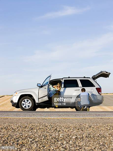 couple pulled over on the side of the road - flat tire stock pictures, royalty-free photos & images