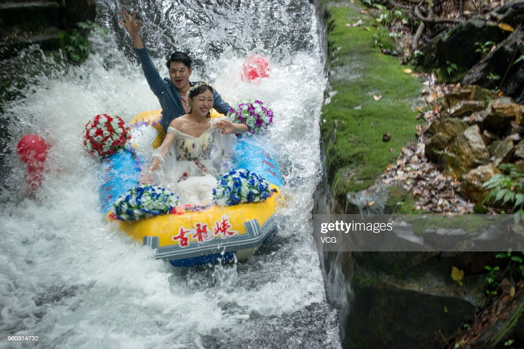 Floating Group Wedding At Canyon In Qingyuan