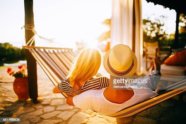 couple relaxing in a hammock - menselijke relaties stockfoto's en -beelden