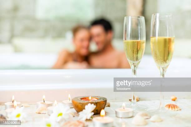 Paar entspannenden im Whirlpool