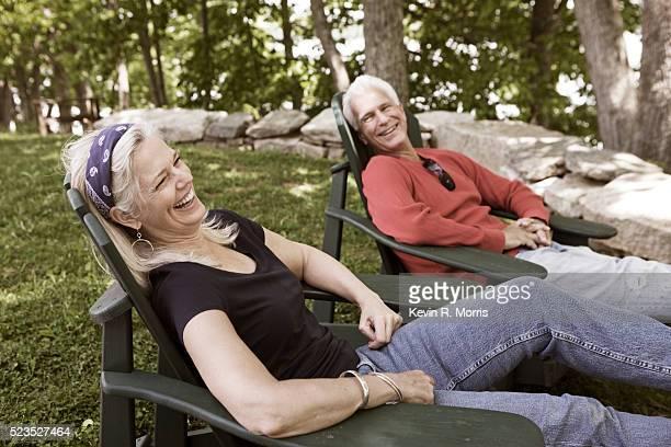 couple relaxing outdoors - zurücklehnen stock-fotos und bilder