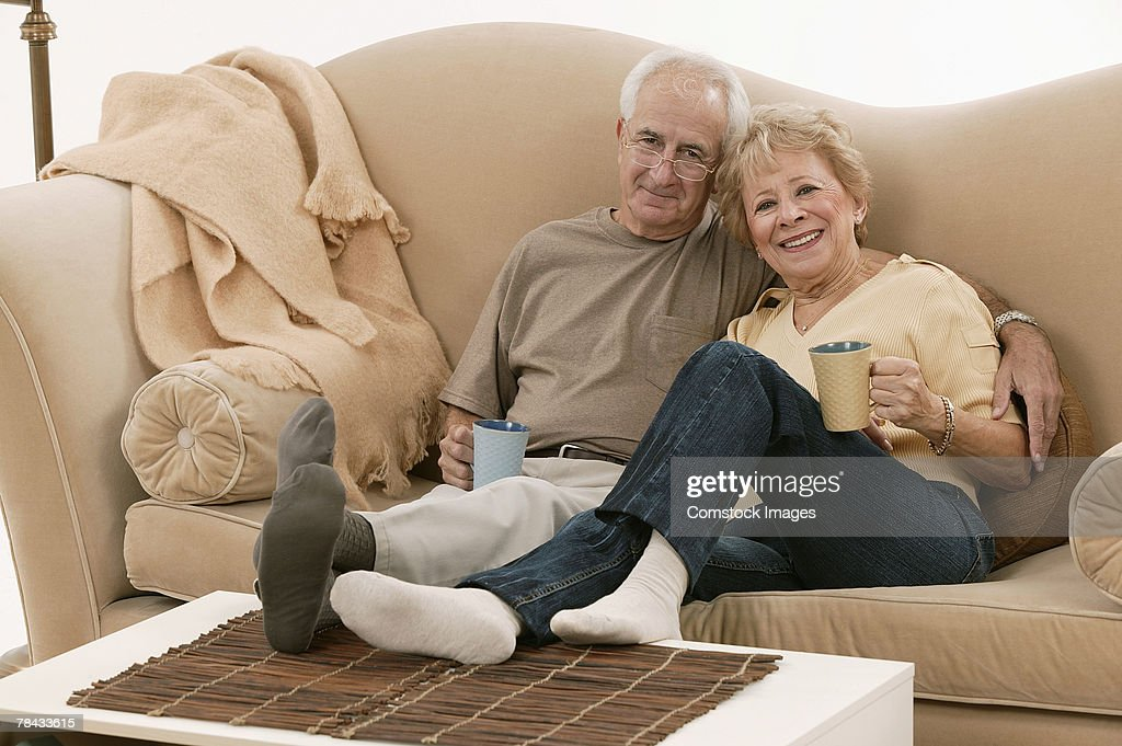 Couple relaxing together : Stockfoto