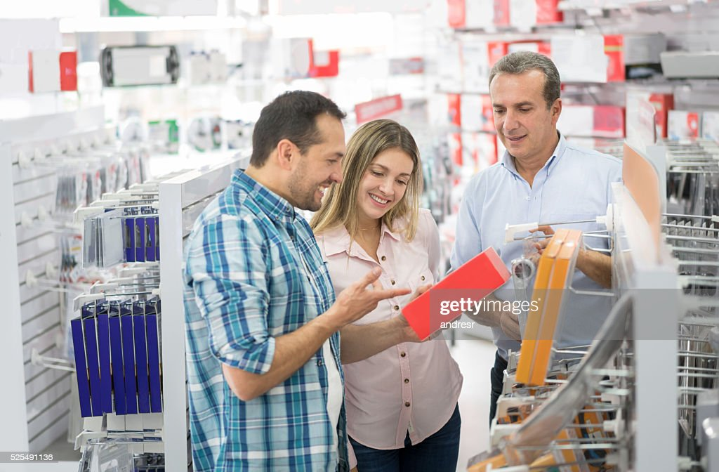 Couple shopping at an electronics store : Stock Photo