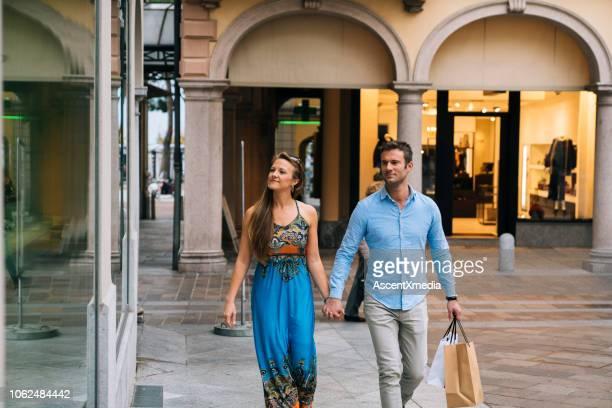 カップル ショッピング街 - スイス ルガーノ ストックフォトと画像