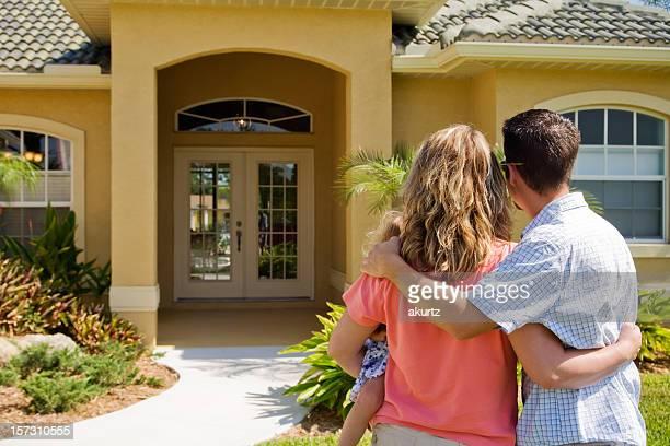 Casal de compras para uma nova casa XXL