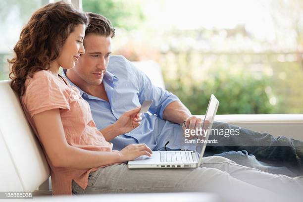 couple shopping online with credit card - online banking stock pictures, royalty-free photos & images